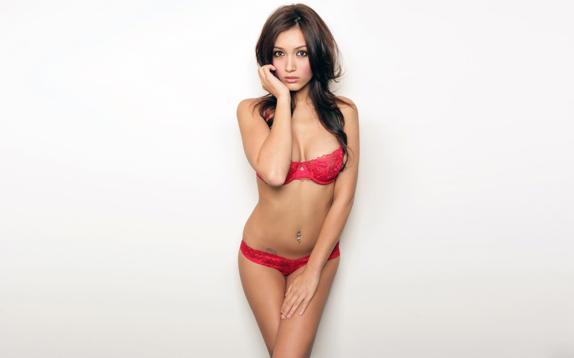 Секси в красном 3 фотография